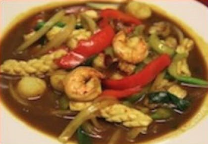 82. Pad Karee Sam-Sahai (Dinner) from Sa-Bai Thong - University Ave in Madison, WI
